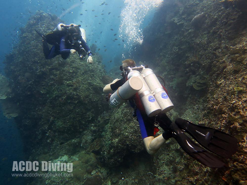 Стены острова Ко Док Май прекрасно подходят для отработки навыков глубоких погружений