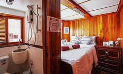 Manta Queen 8 - double cabin