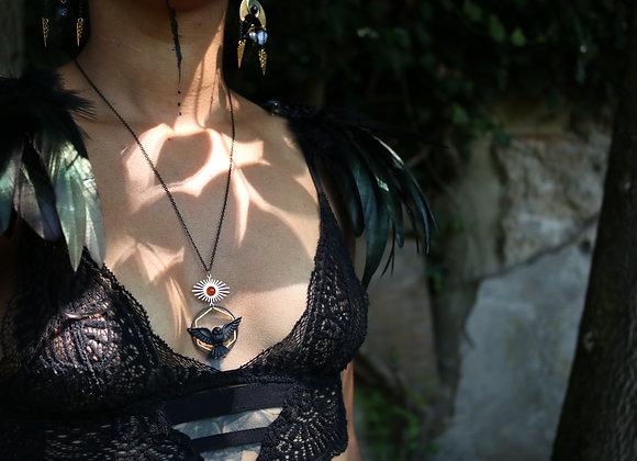Solstice - Pendentif Noctua Spe, laiton, onyx rouge