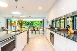 Large entertainer kitchen with quality appliances.