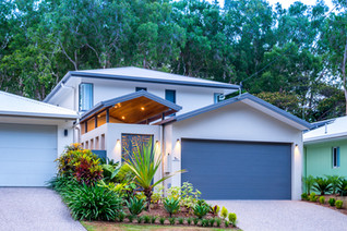 """Palm Cove Holiday House """"Cedar & Sea""""  Small front but very large open plan house"""
