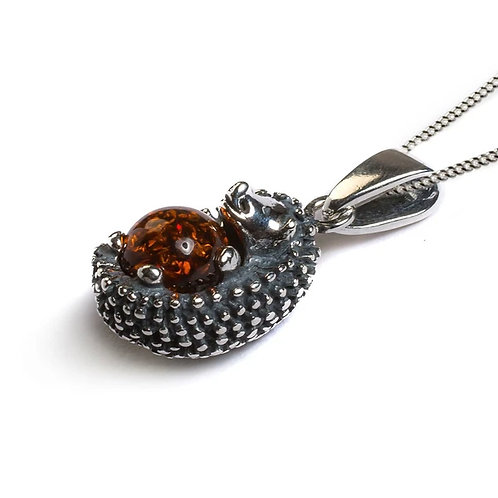 TIGGY THE HEDGEHOG NECKLACE IN SILVER AND COGNAC AMBER