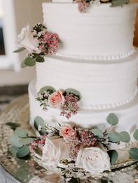 Wedding cake with flowers - Bluestone Country Club - Jieru Photography