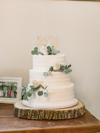 Wedding cake with flowers - Historic Stonebrook Farm - Between Pines Photography