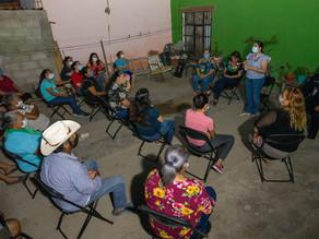 Dialoga Celida López con vecinos de la colonia Cuatro de Marzo