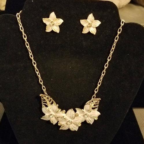 Gold and white plumeria set