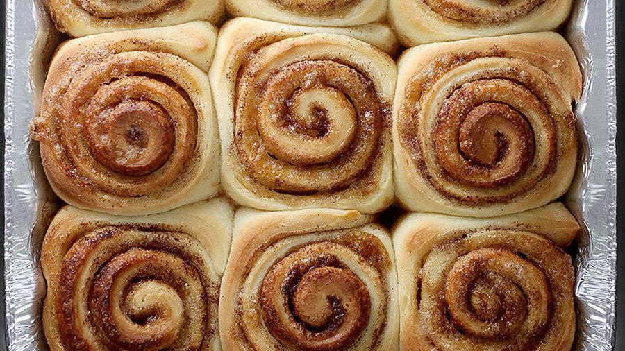 9 CINNAMMON ROLLS(1 PAN)