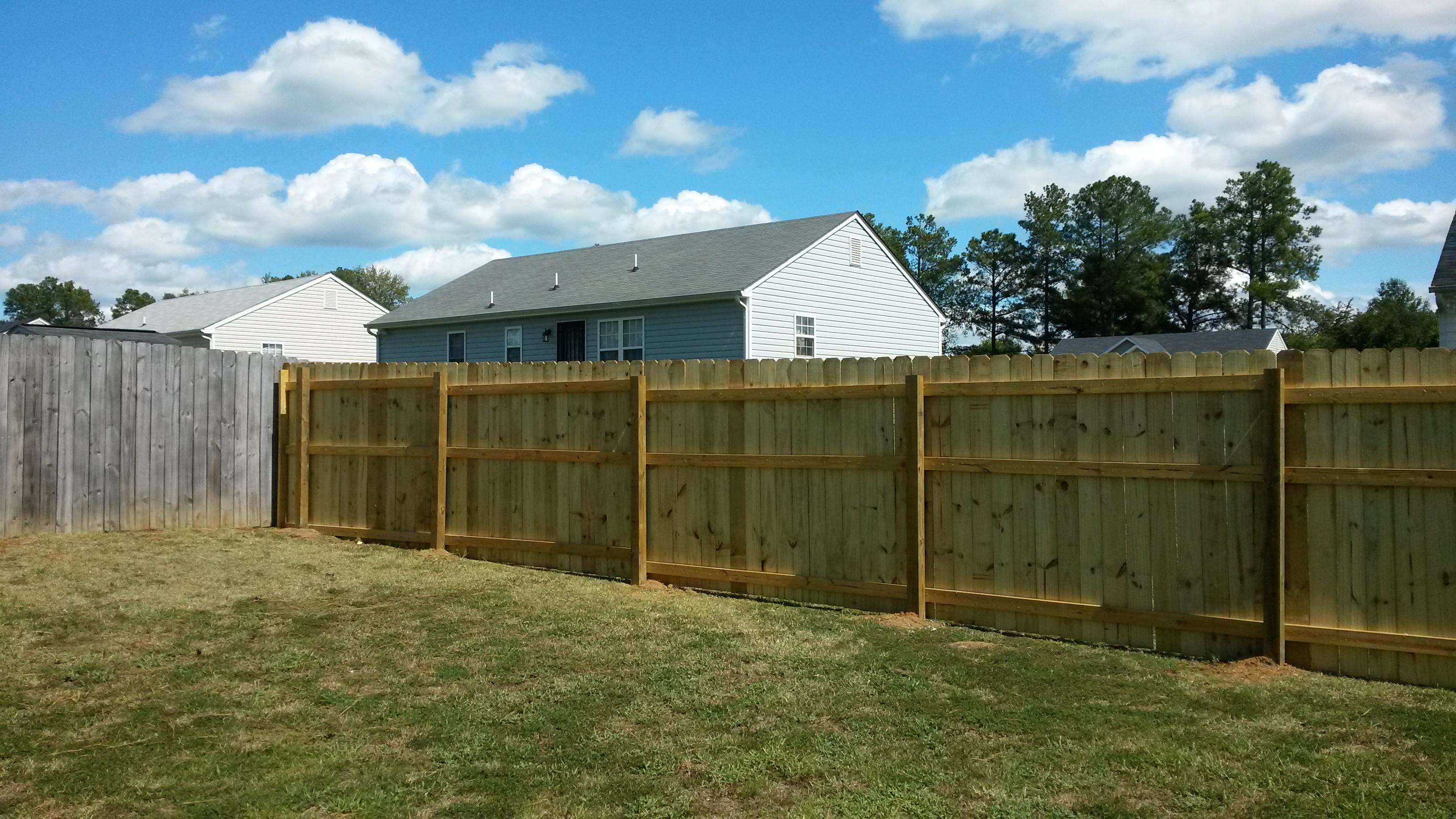 6' fence installation8.jpg