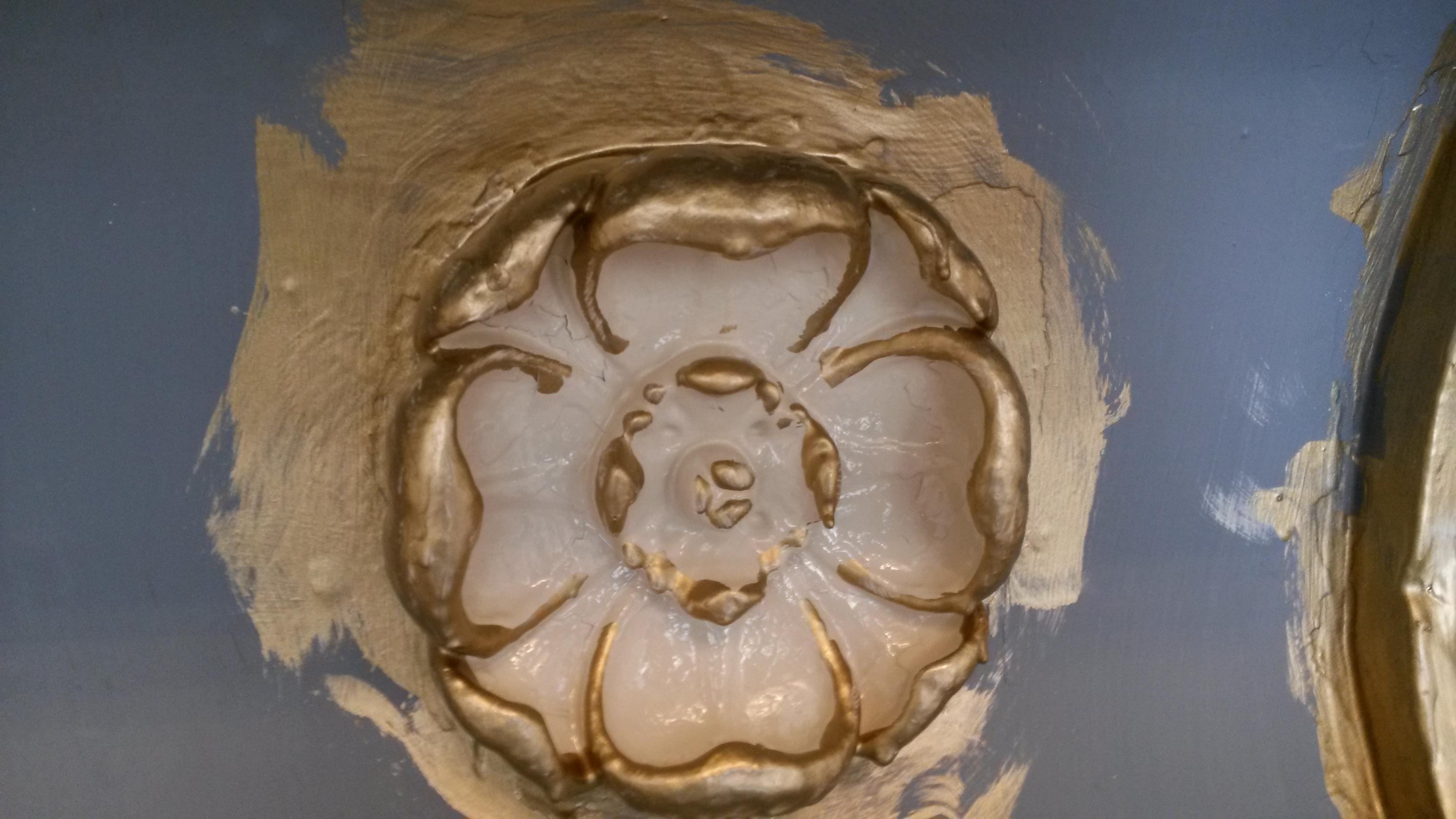 Historical decretive gold leaf restoration