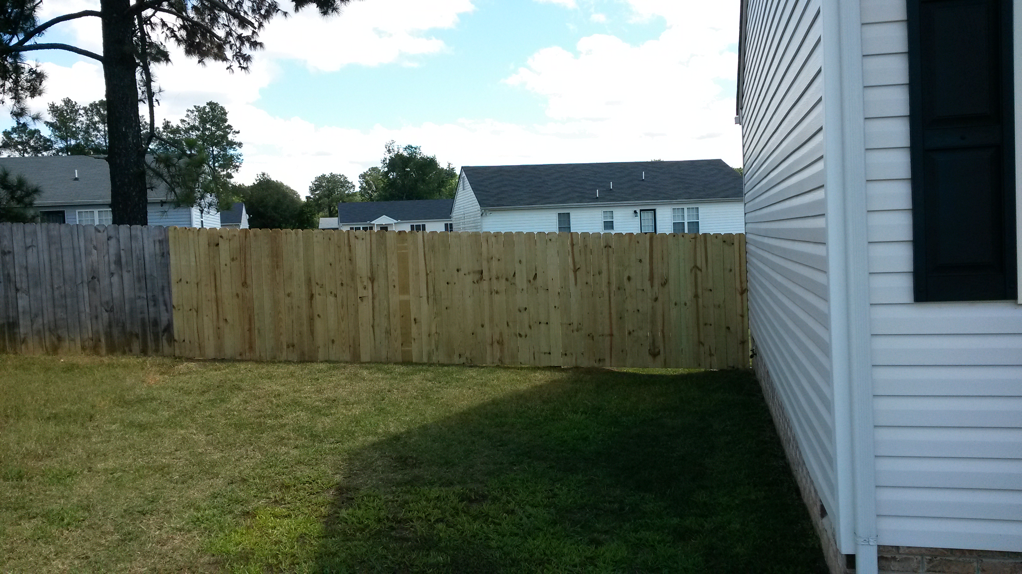 6' fence installation9.jpg