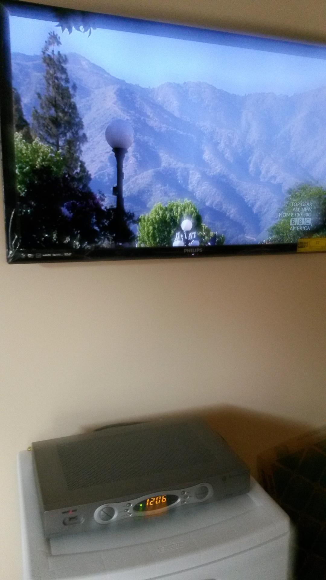 flat tv wall mount installation_edited.jpg