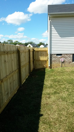 6' fence installation4_edited.jpg