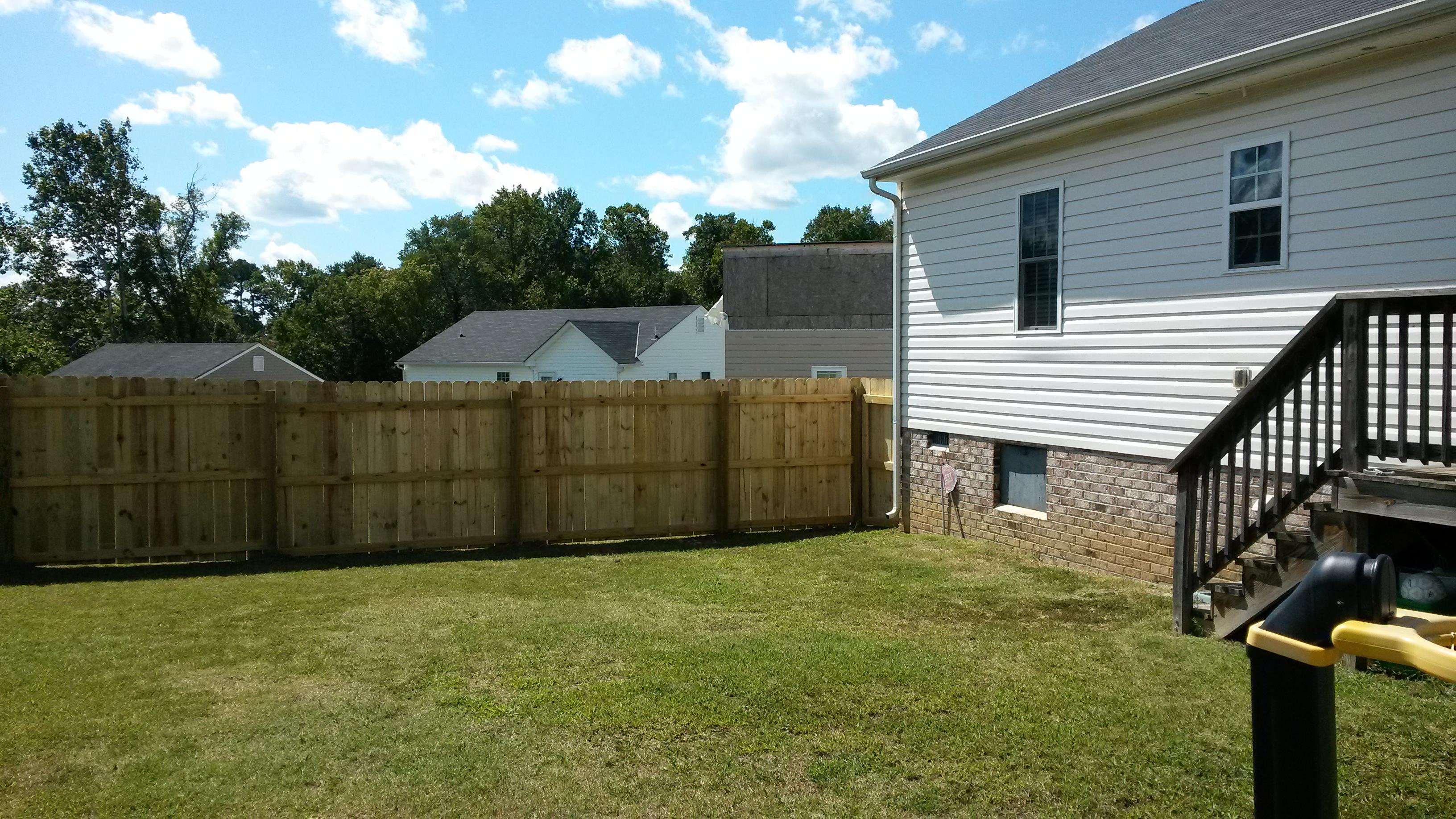 6' fence installation7.jpg