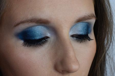 Turquoise Smokey Eyes