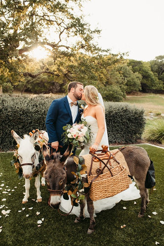 Beer Burros at Kendall Plantation Wedding | Boerne Wedding Photographer | San Antonio Wedding Photographer