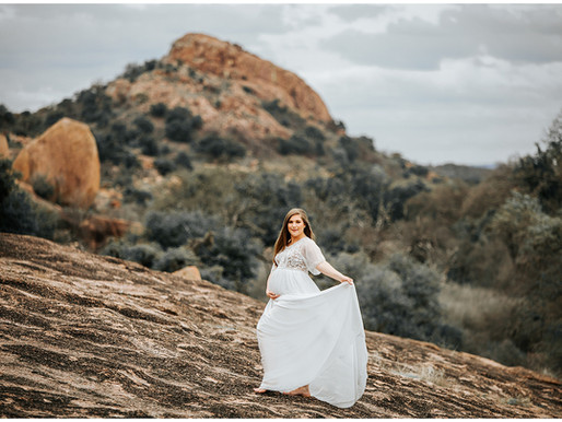 High Fashion + Desert Maternity Shoot | Snap Chic Photography | Enchanted Rock | Ashton & Chris