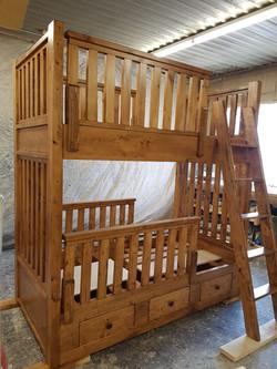 Bunk Bed w Ladder