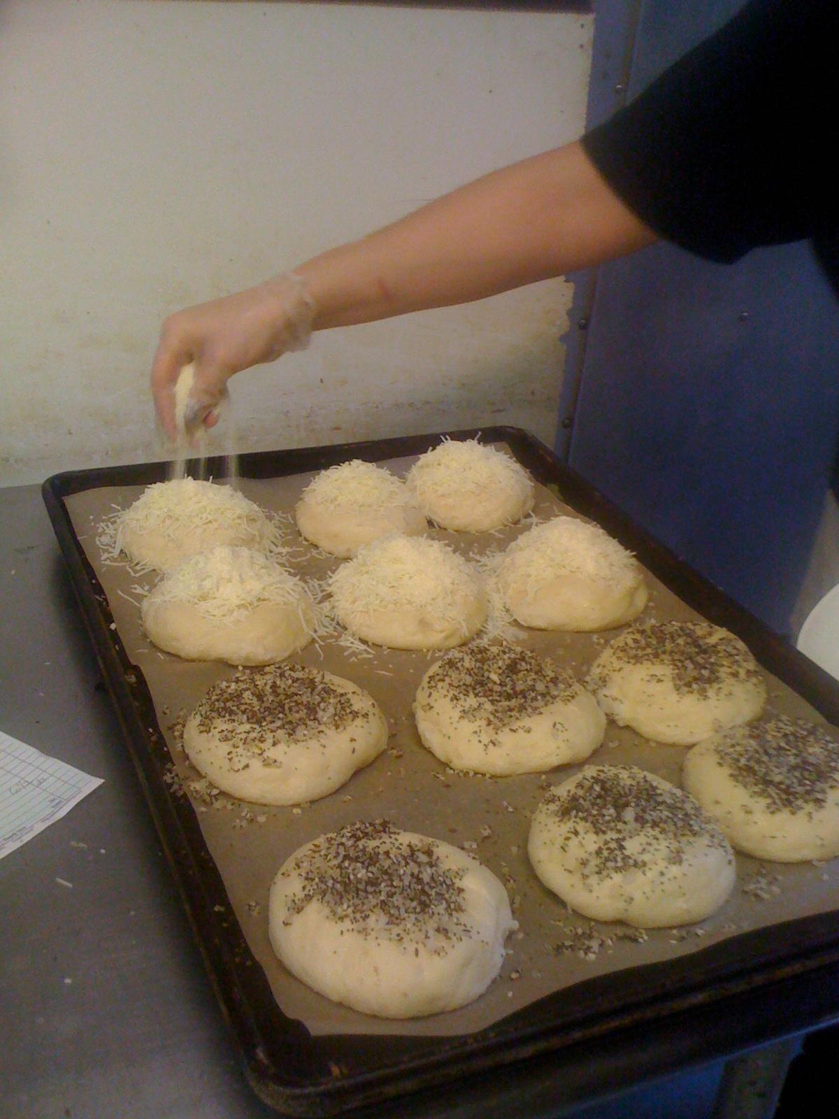Filling bagels