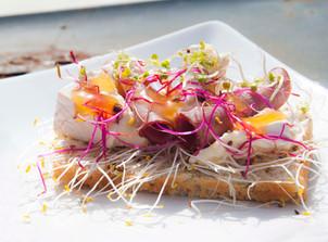 Färgglad groddsmörgås med bireost!