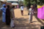 Prüfung des Afrikadamastes nach dem Färben in Mali