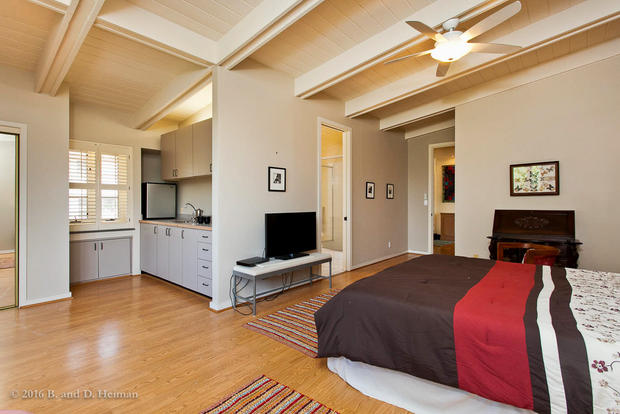Pied a terre bed and kitchenette.jpg