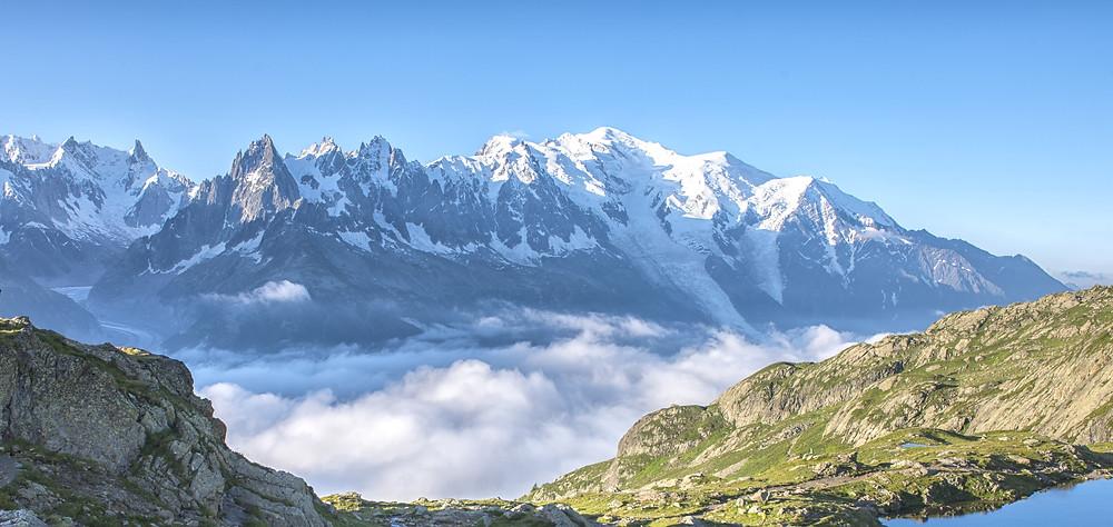 Sous ces montagnes la Savoie et ses mystères