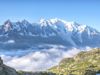 Sous ces montagnes la Savoie et ses mystères + : https://www.livresavoie.com/