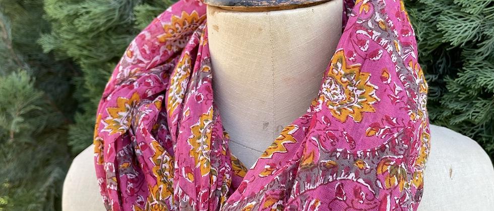 Écharpe fleurie rose fushia