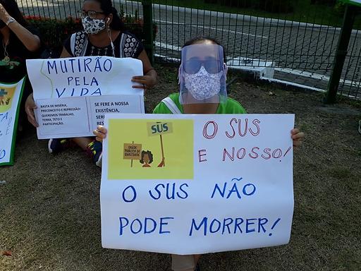 """""""Na luta por participação popular, saúde, comida, moradia, trabalho e renda, já!"""""""