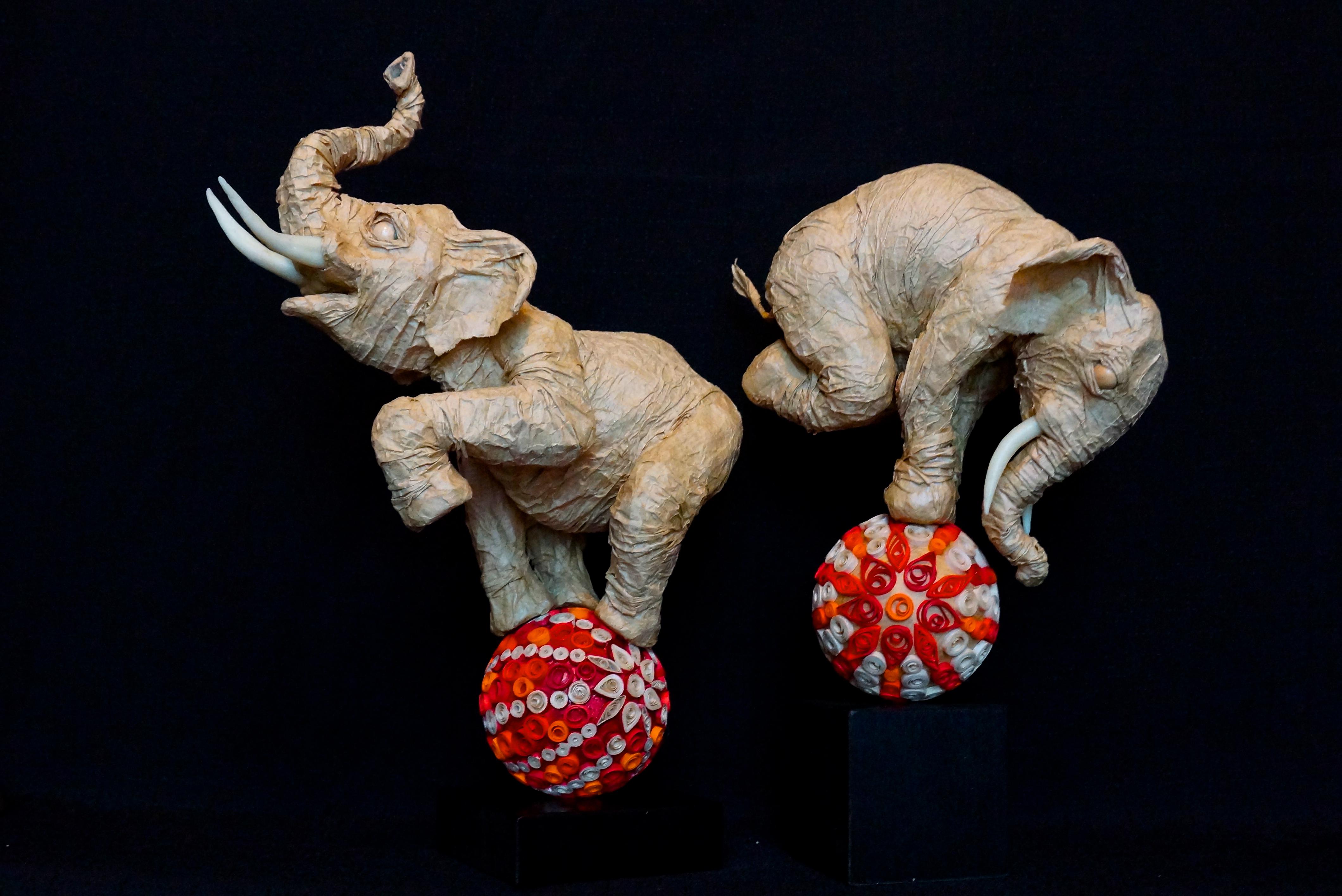 Éléphants sur boules