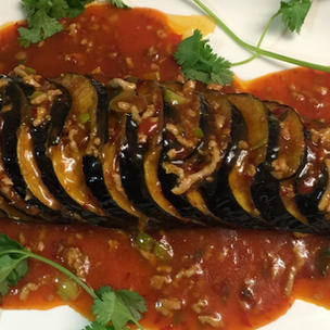 67b - Fried Whole Aubergine in Sea Spicy Sauce with optional Minced Pork