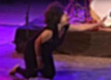 Jj thames perfrming on her knees bagnols blues festival 2015