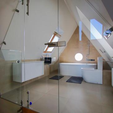 podkrovní koupelna-vstup