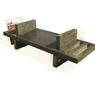 stolek na časopisy