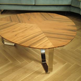 stolek z ořechu