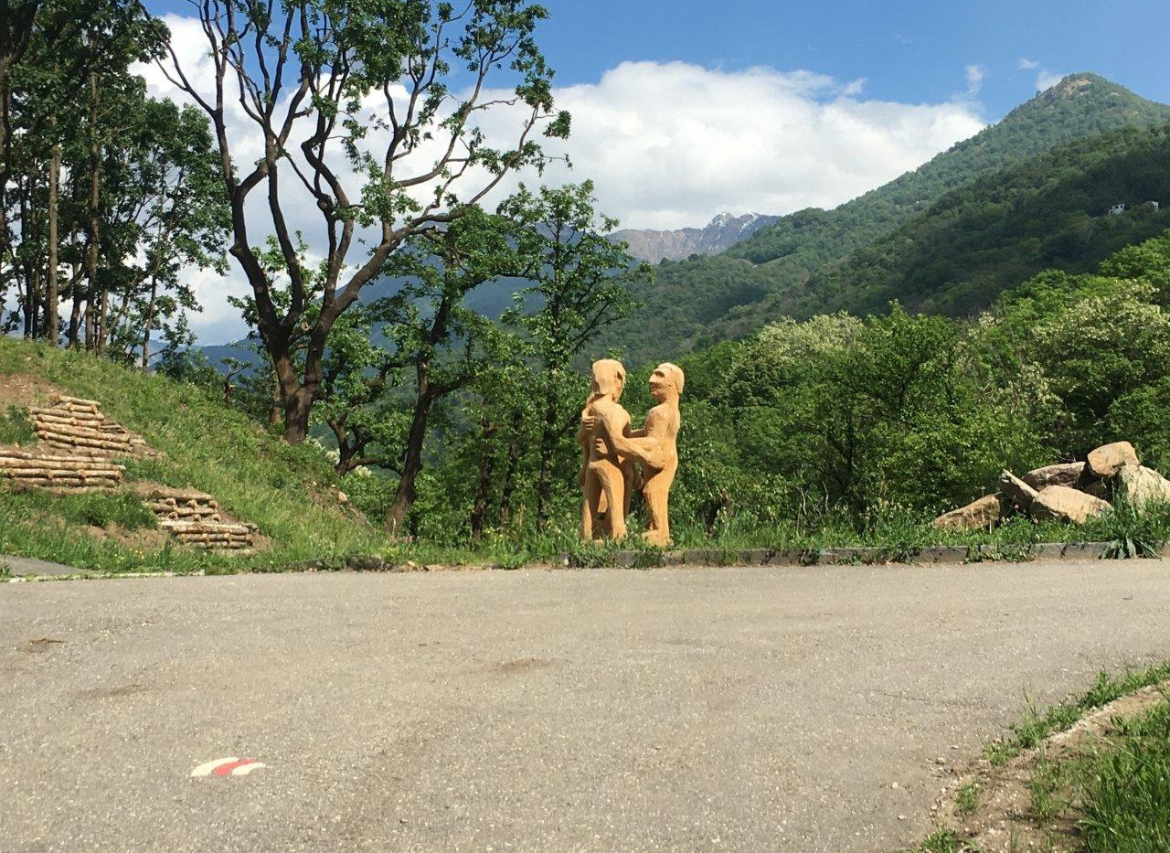 Skulpturen auf dem Weg