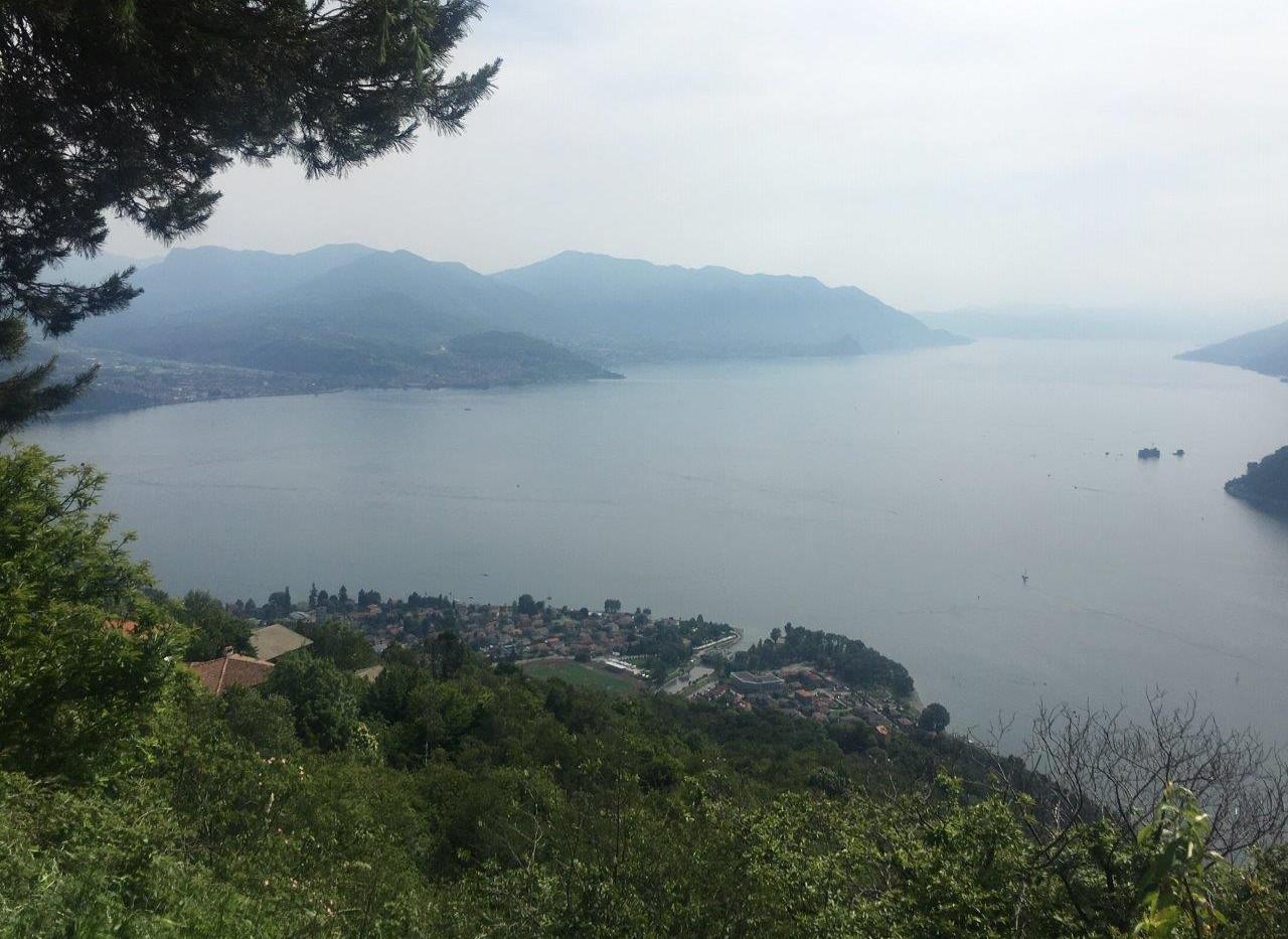 Blick von Kirche nach Maccagno