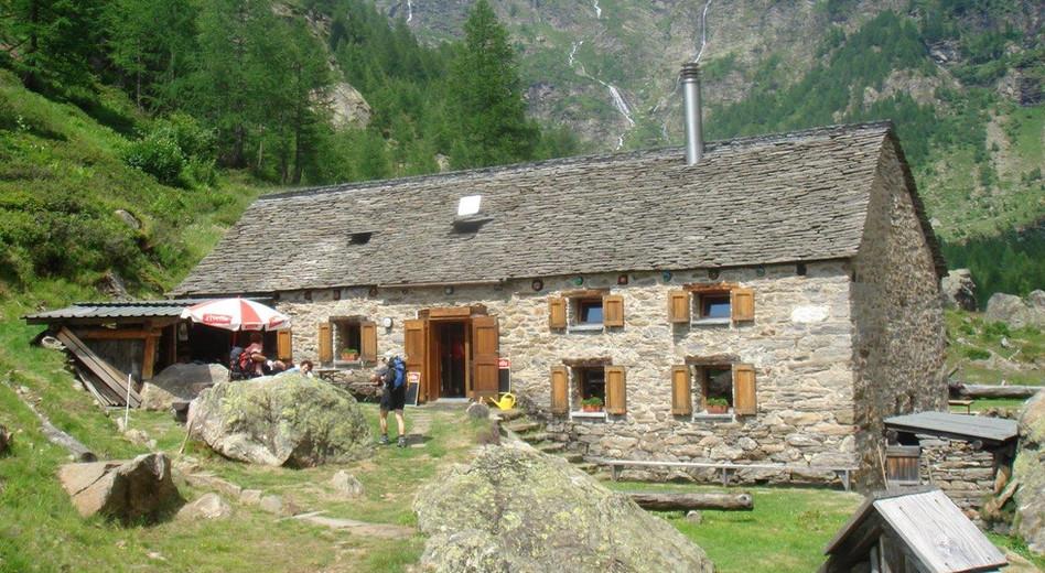 Eingang zur Capanna Soveltra