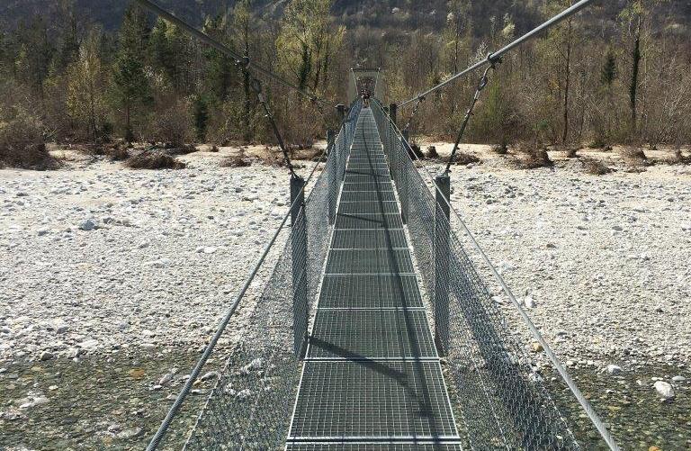 Über 300 Meter lange Hängebrücke