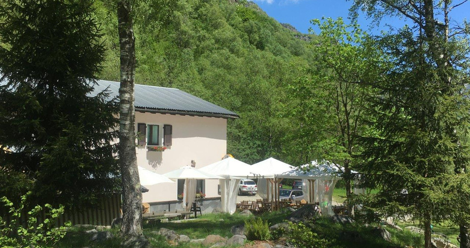 Ristorante Locanda Zott neben Seilbahn nach Alpe Salei