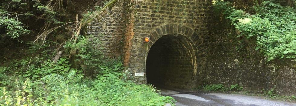 Tunnel vor Laura
