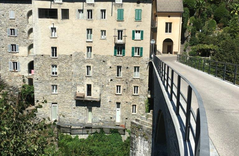 Brücke über Fluss Isorno