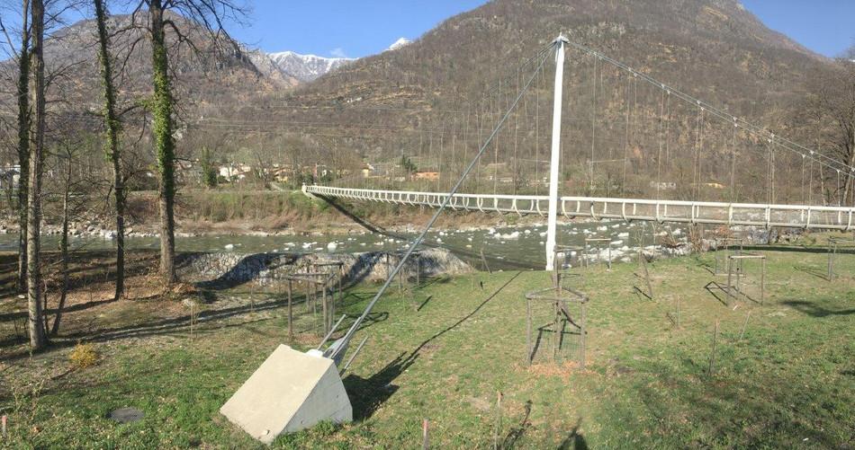 Hängebrücke nach Maggia