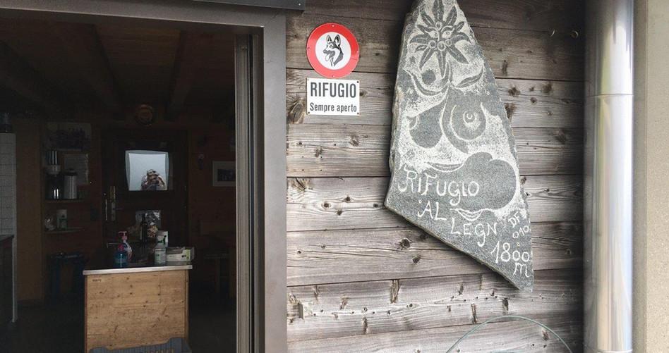 Eingang zur Hütte