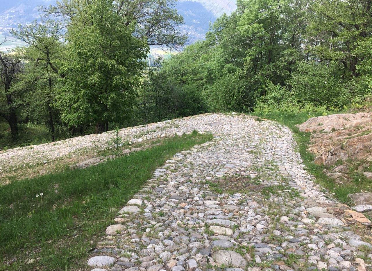 Strada romana mit den Pflastersteinen