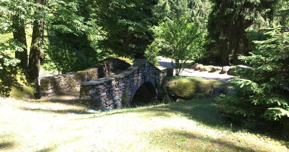 "Brücke zum Platz ""Ort der Kraft"""