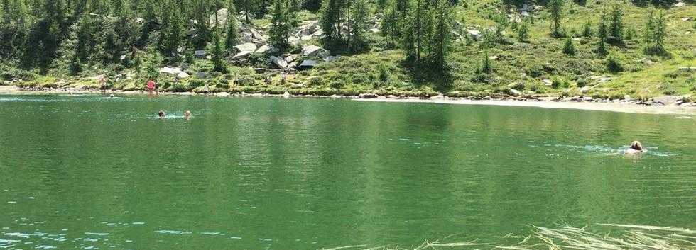 Bergsee lädt zum Baden ein