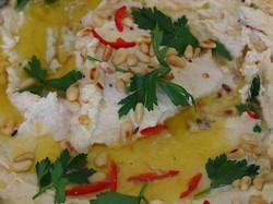Hummus s piniovými oříšky