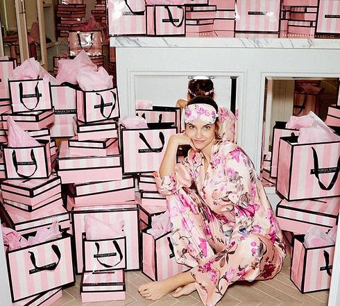 Фирменная упаковка Victoria's Secret.jpg