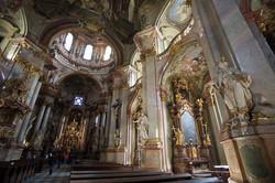 1024px-St_Nicholas_Church2C_Prague_-_7821